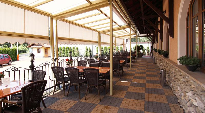 Zadaszenie tarasów restauracji