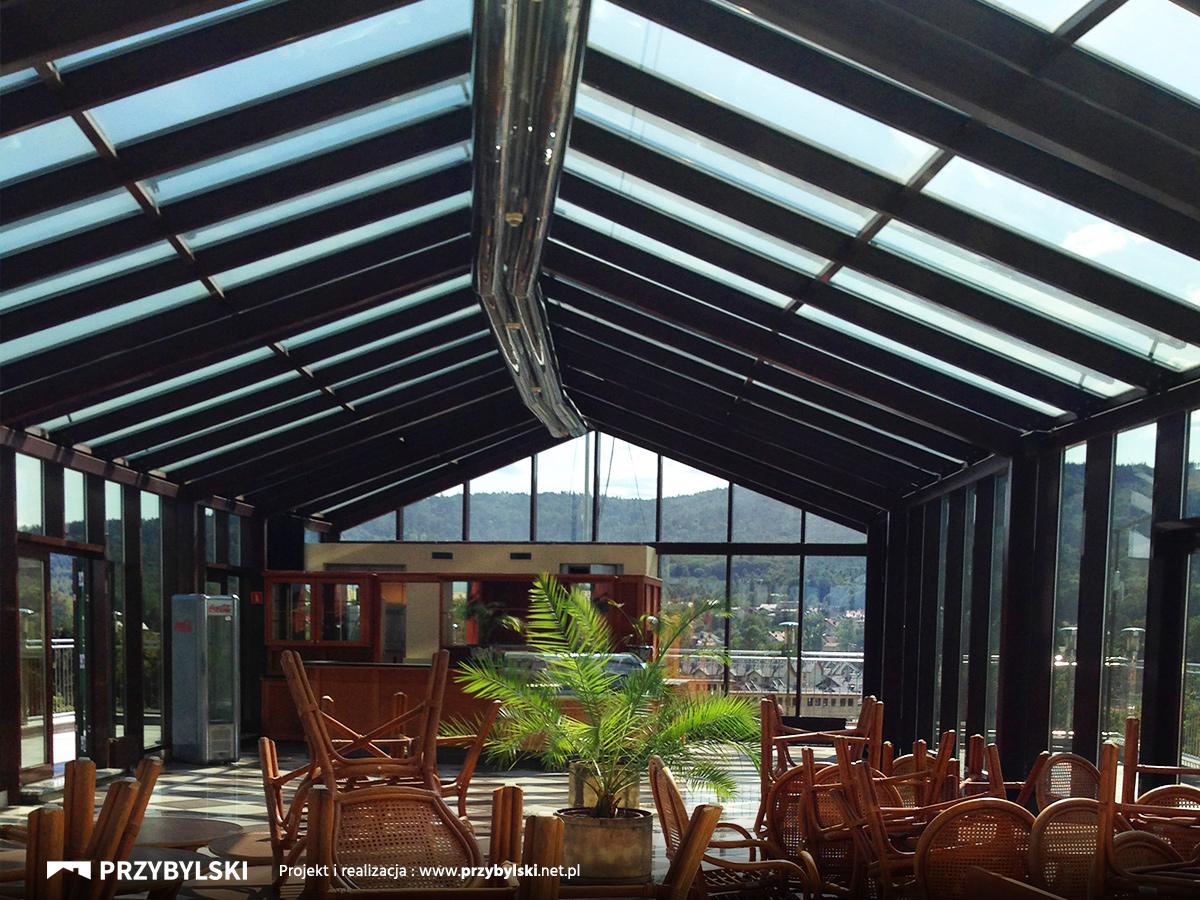 Naprawiony dach hotel Vienna