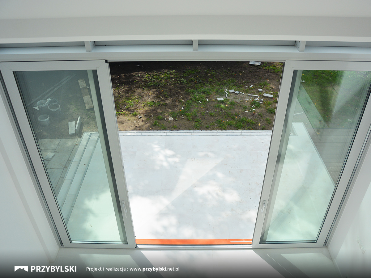 Trzy metrowe okno kolankowe