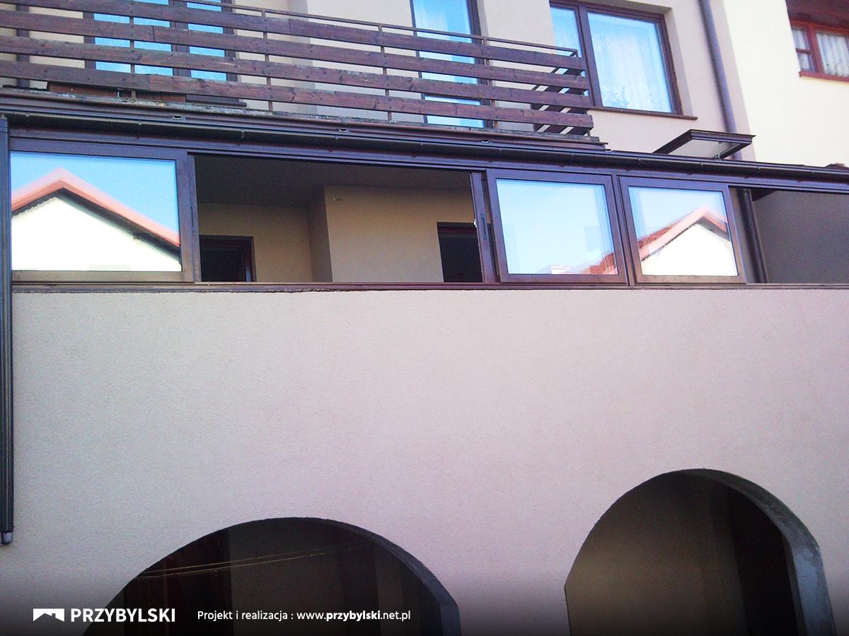 Zabudowa balkonu ze szkła