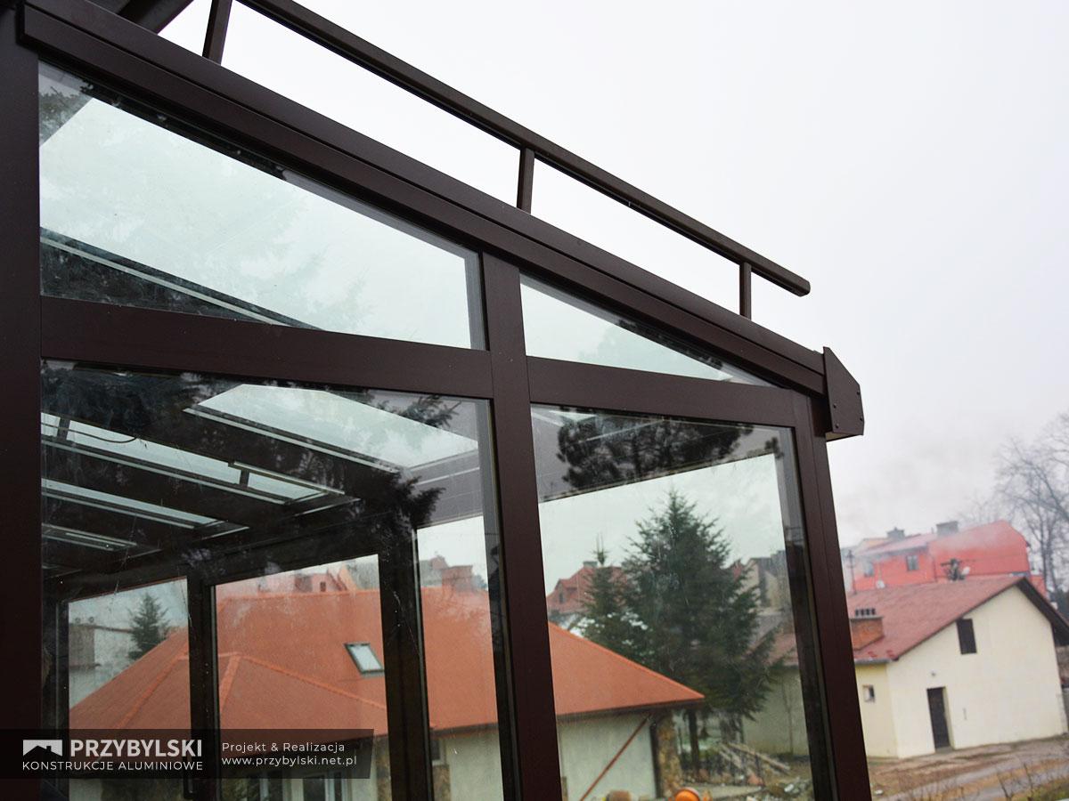Realizacja ogrodu zimowego na balkonie