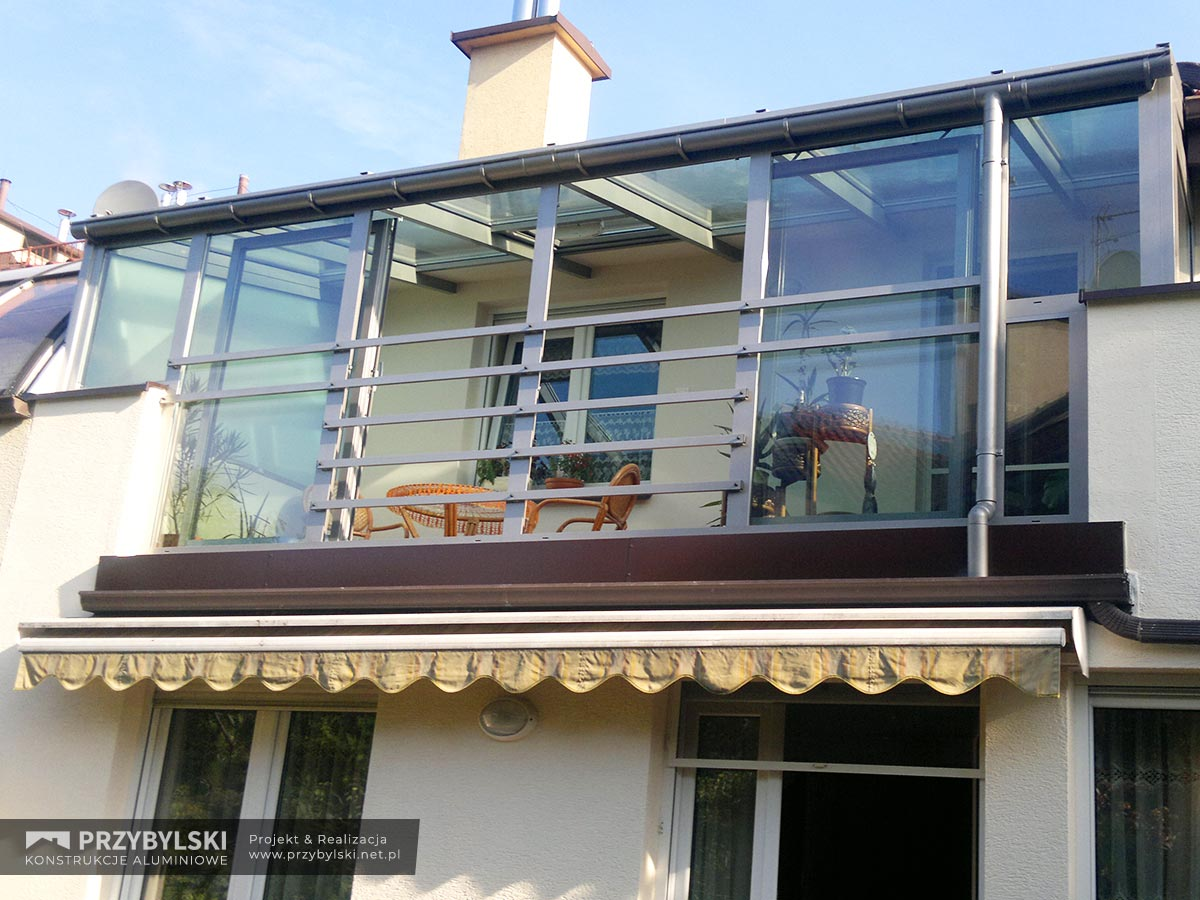 Zabudowa balkonów z płytkami