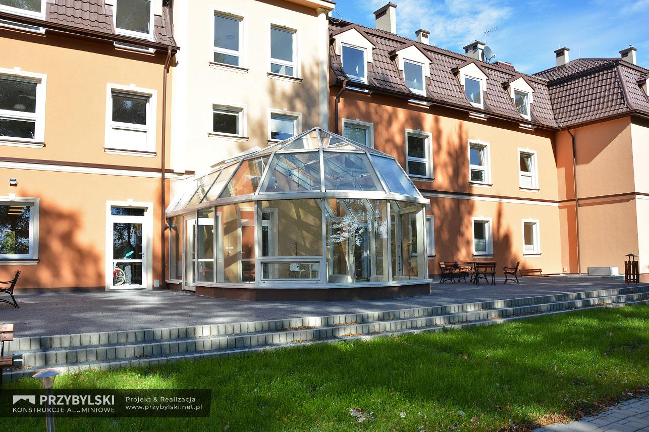 Realizacja ogrodu zimowego o wielospadowym dachu pod Krakowem - Zagórzyce Dworskie. Firma Przybylski Ogrody Zimowe